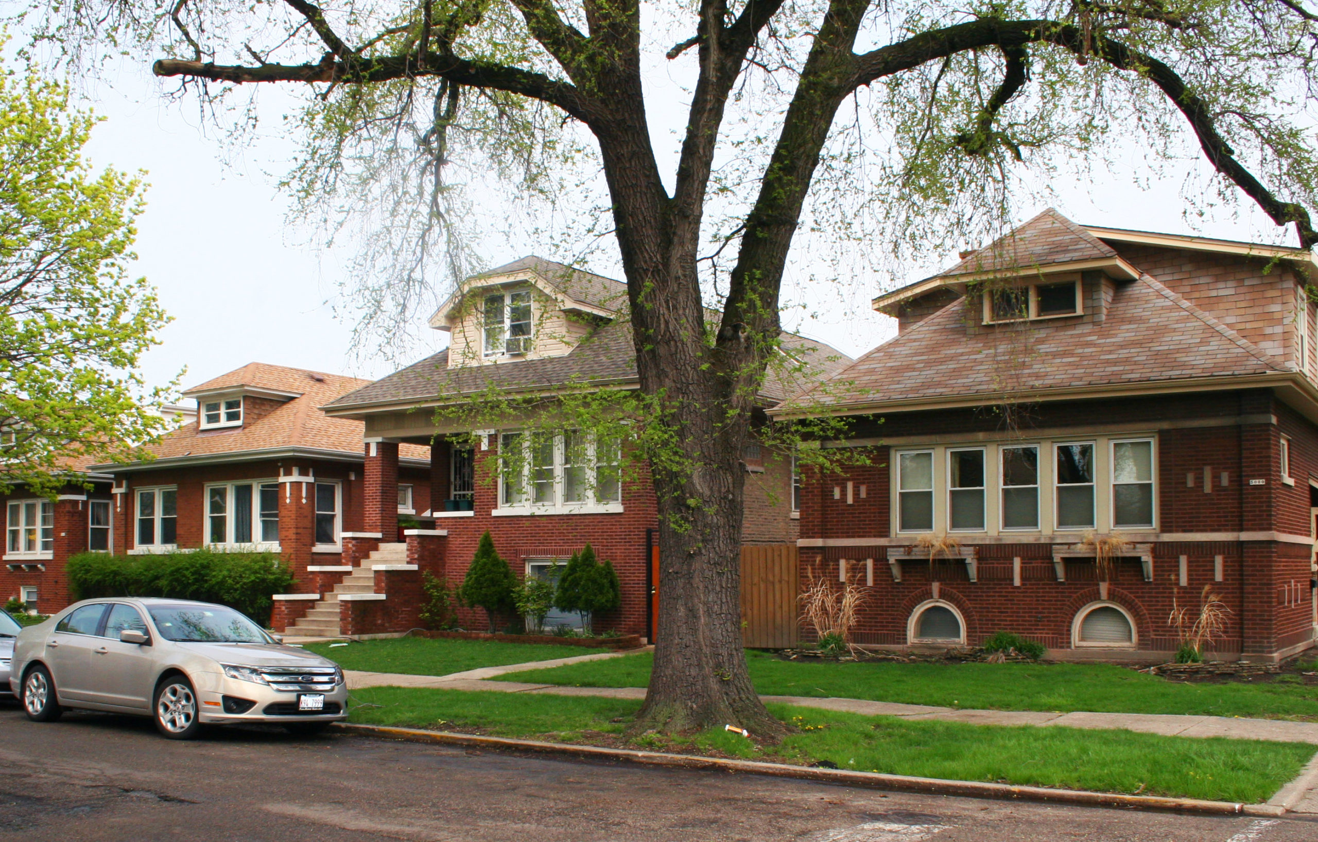 Chicago residential architecture, three bungalow houses