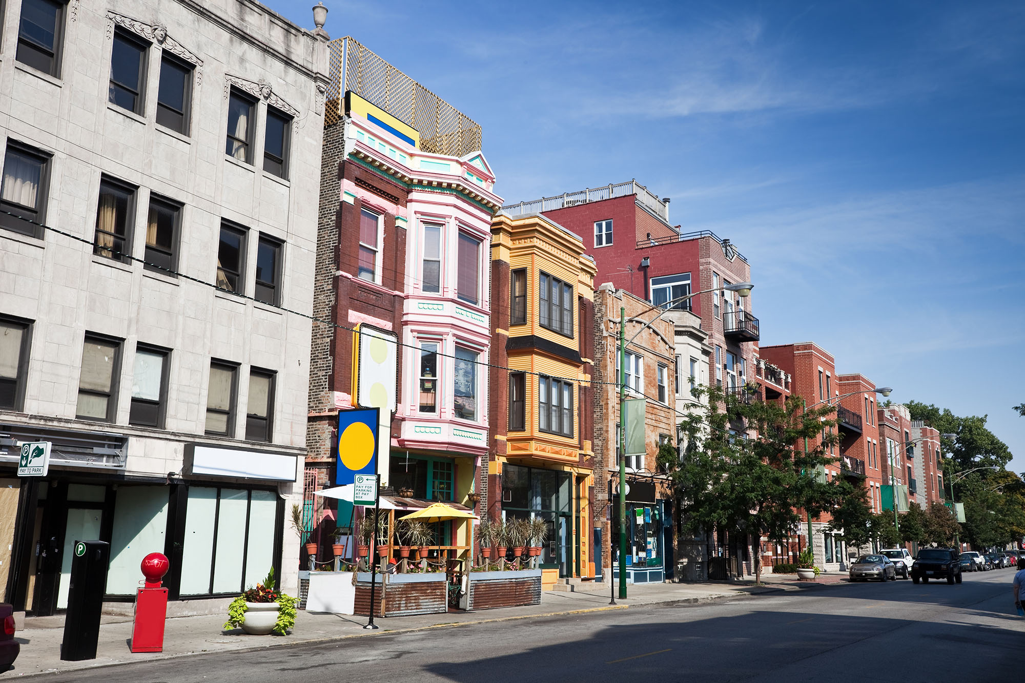 Street shot of Chicago's Lakeview neighborhood