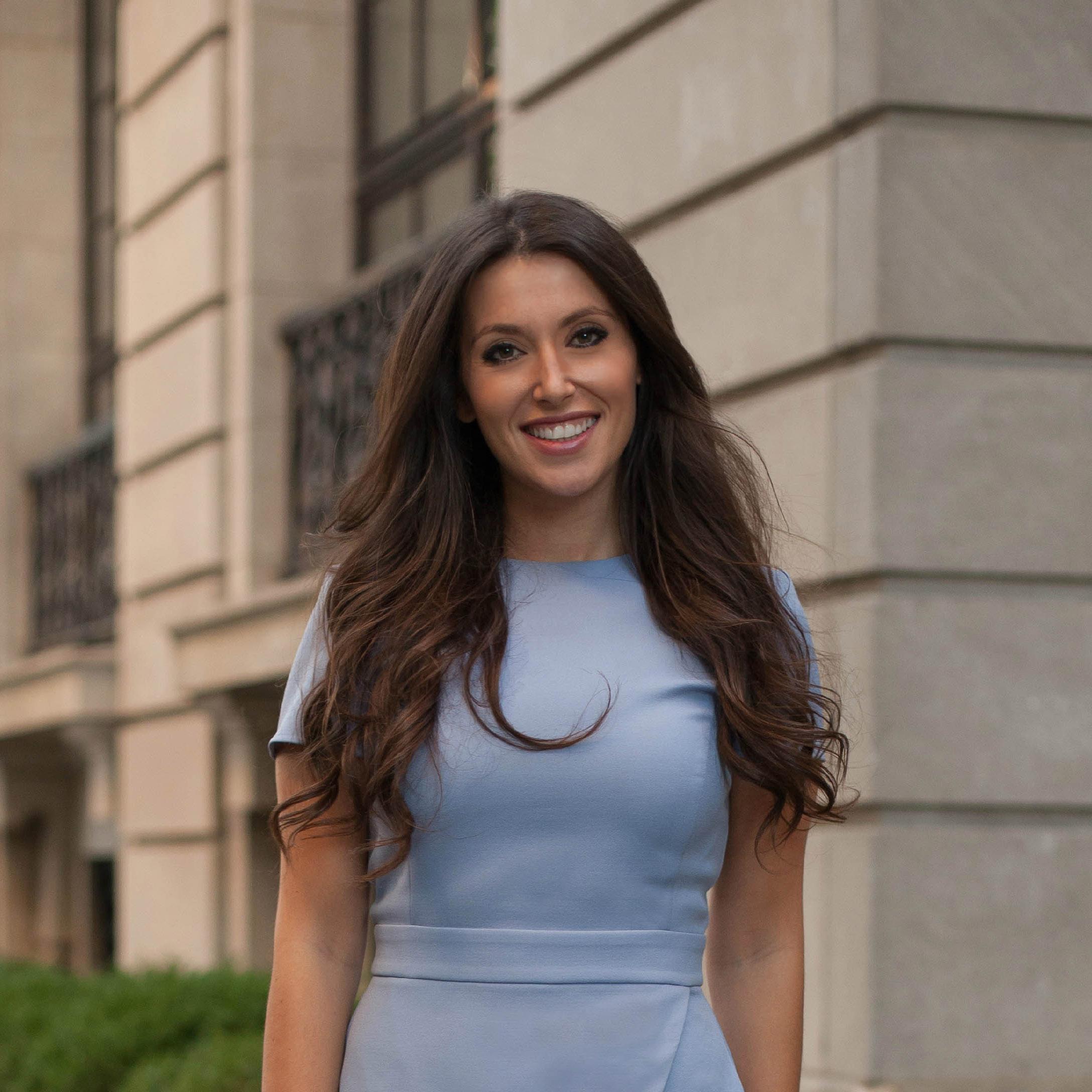 Headshot of Shani Shtern, a Chicago real estate agent