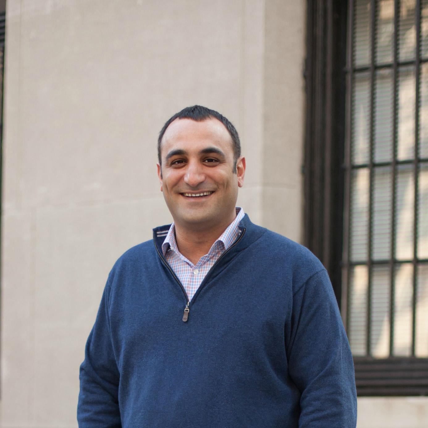 Headshot of Cyrus Seraj, Chicago realtor